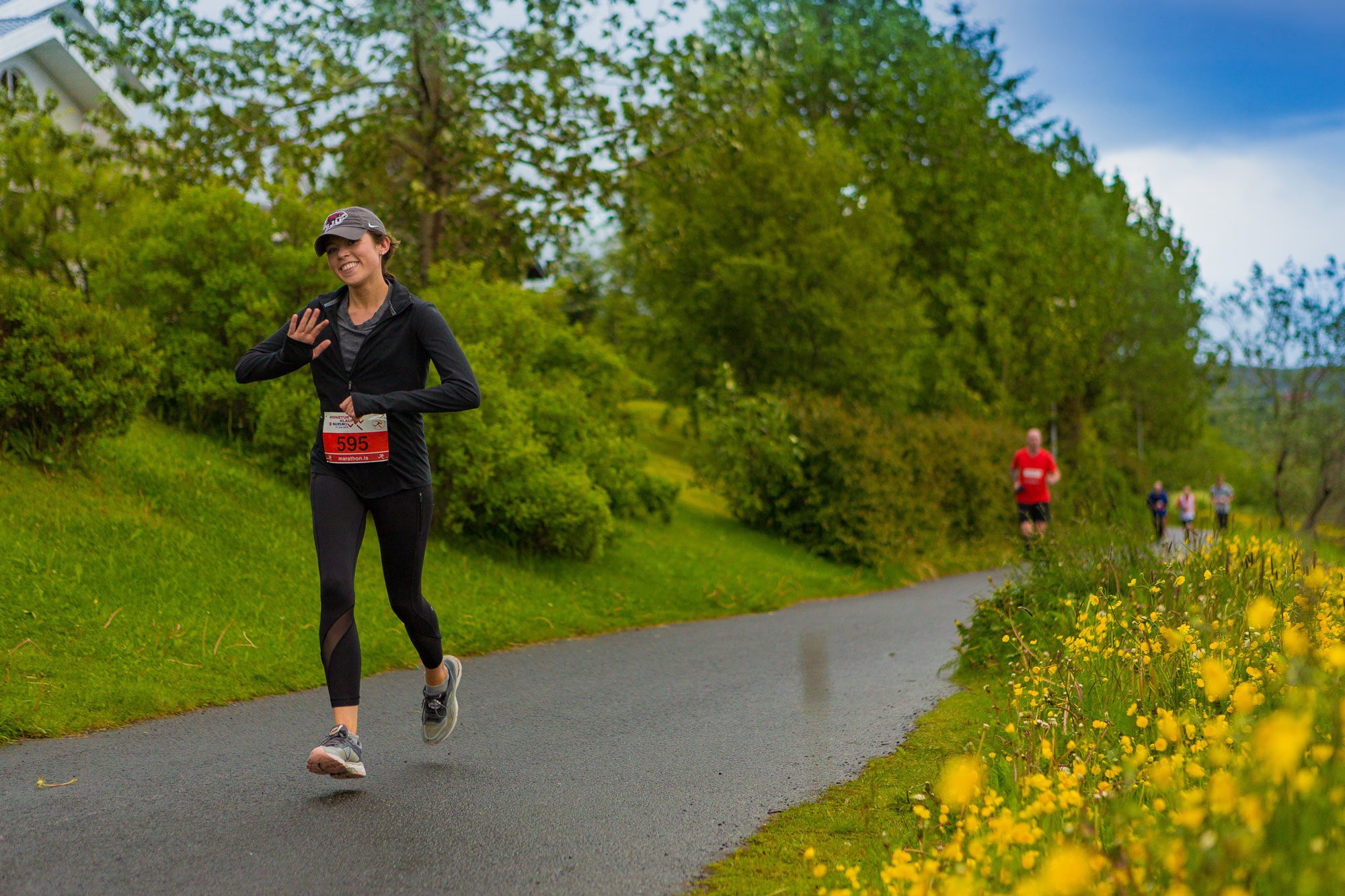 A woman running in the Suzuki Midnight Sun Run