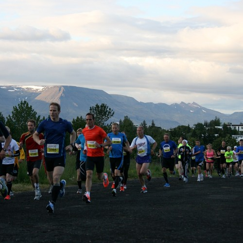 Runner in the 2012 Suzuki Midnight Sun Run